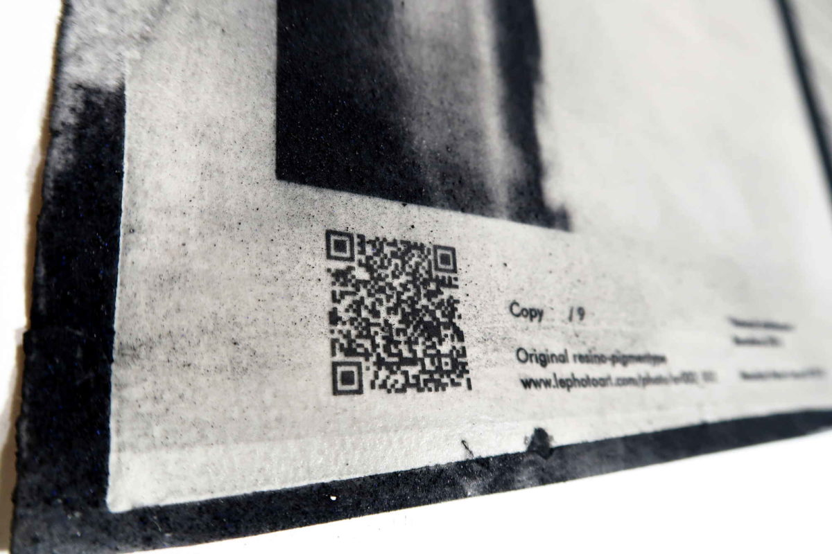 Photo art gallery Barcelona. LE Strip QR code. Resinotipia.