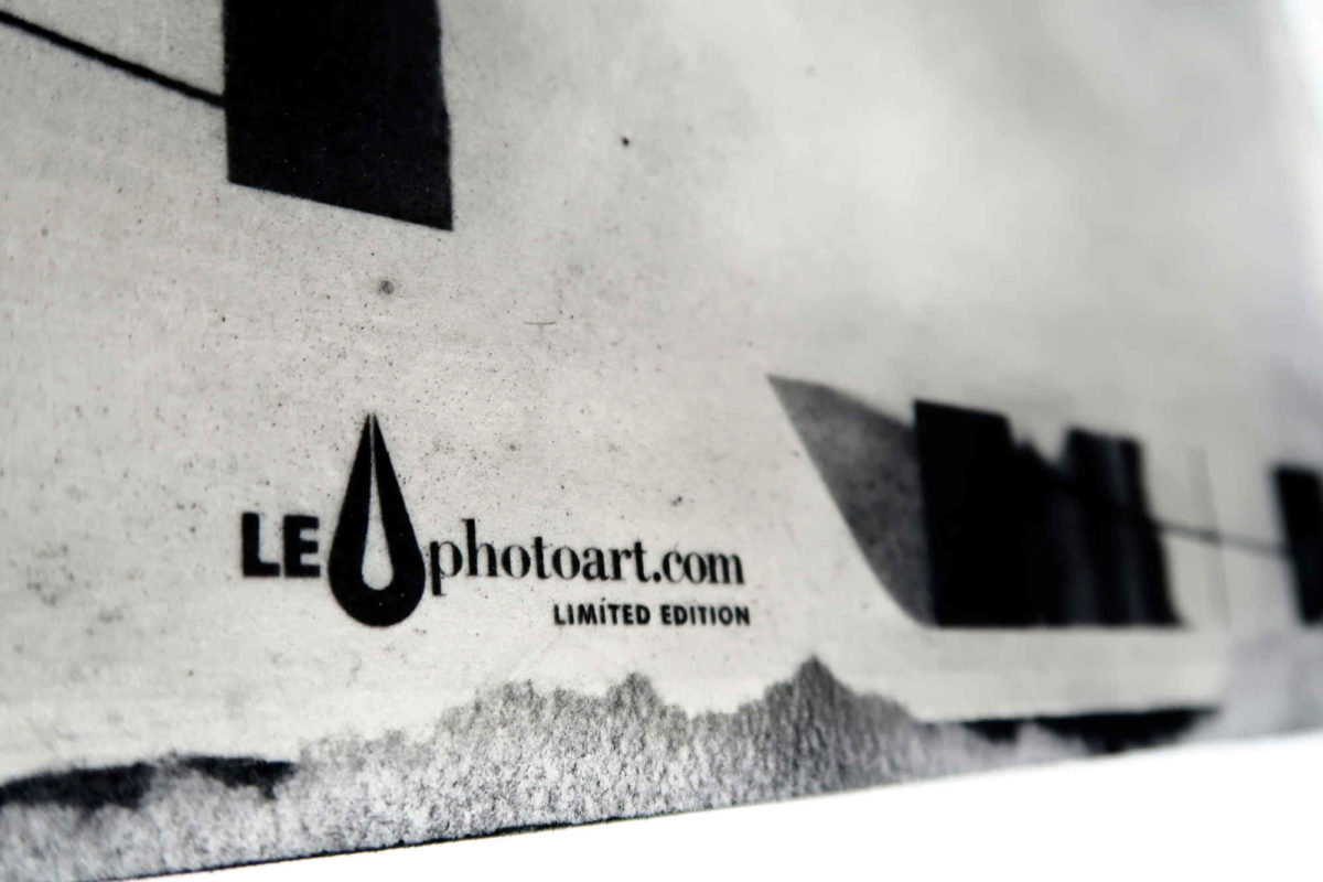 Photo art gallery Barcelona. LE Strip con logo. Resinotipia.