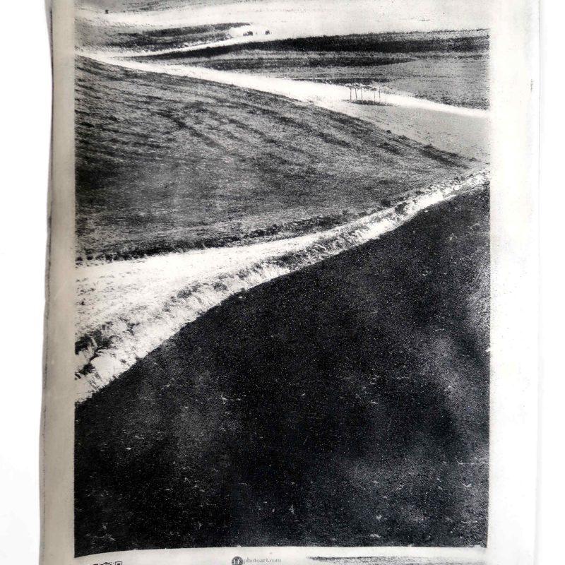 Foto di paesaggio sardo. La trama del paesaggio sardo è evidenziata nella stampa manuale